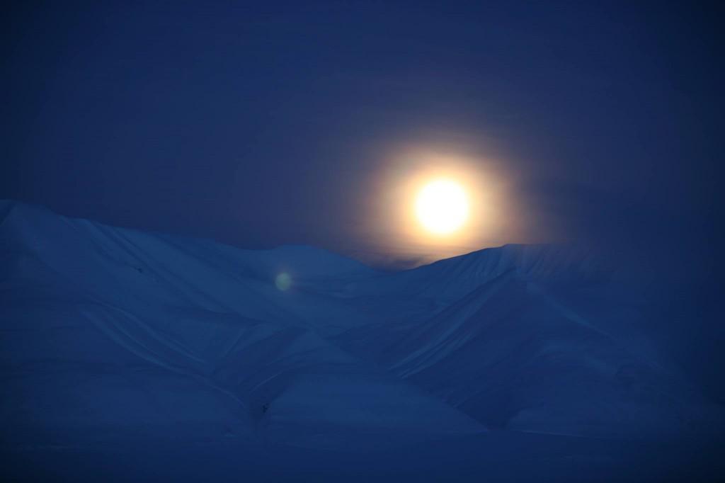 The moon is lighting up the Dark season, Svalbard