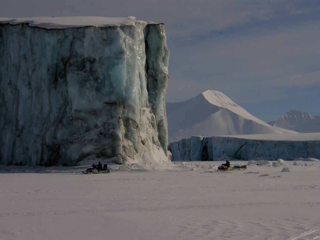 Snowmobile, glacierfront, svalbard
