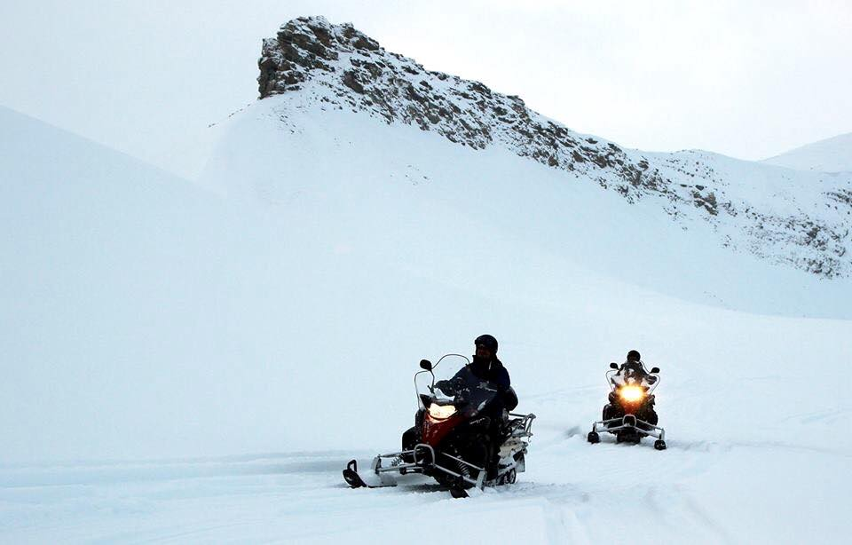 Autumn snowmobile, svalbard